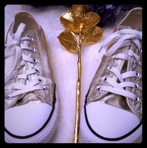Gold Converse Womens 8 *flaw